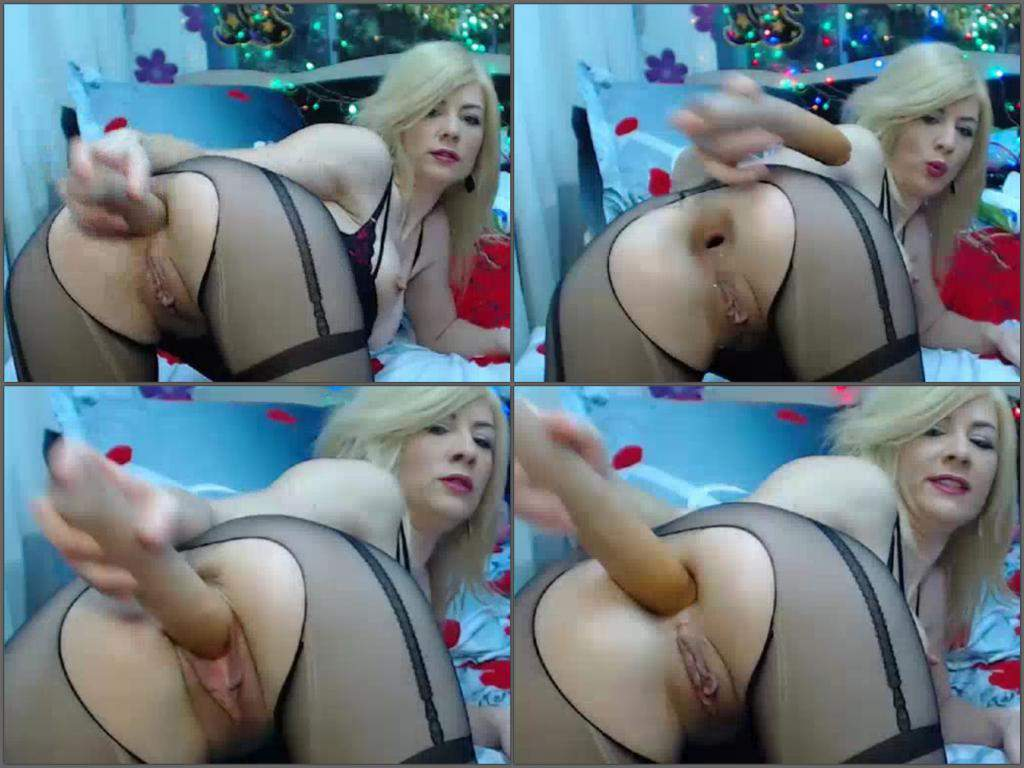 Jennifer love hewit boob