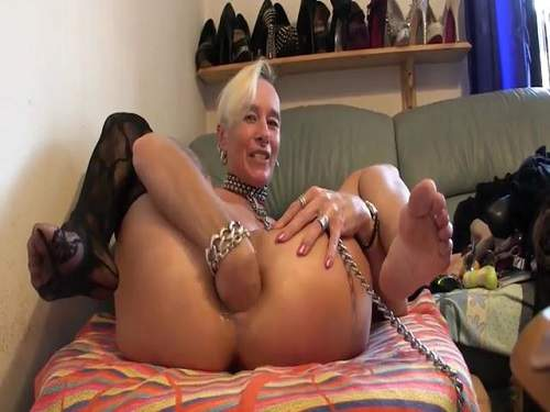 mom anal toys