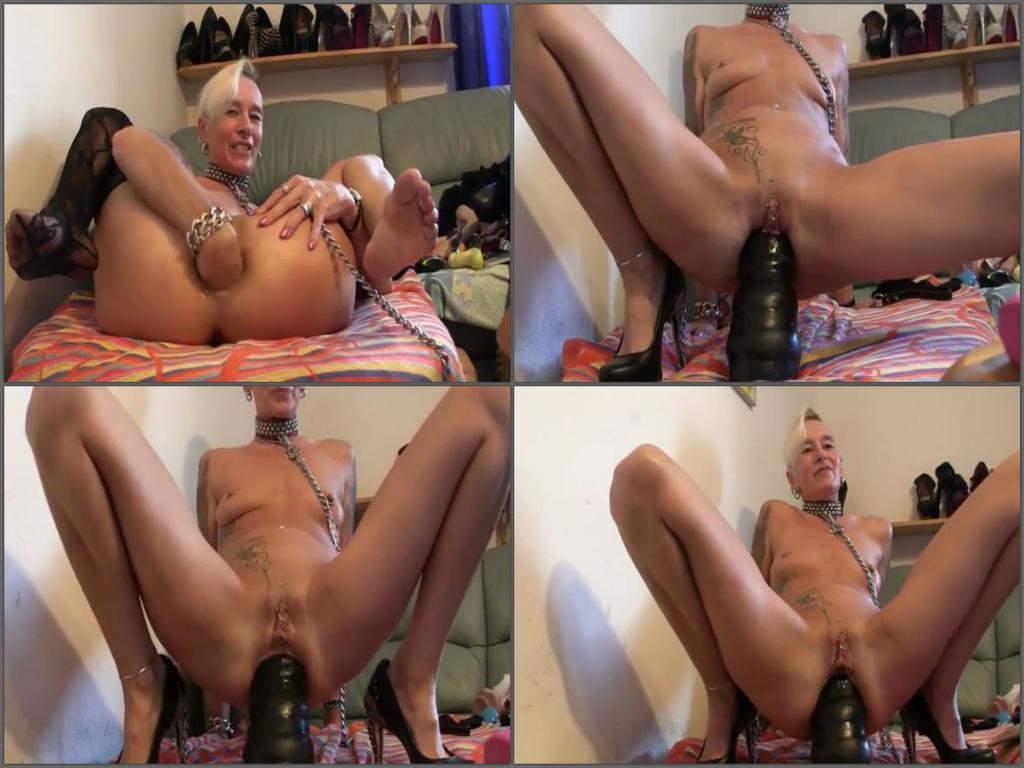 Sarah big butt nude