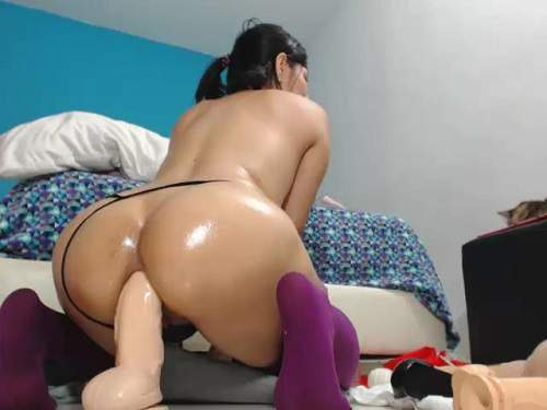 booty latin stretching asshole,booty girl dildo anal,deep dildo anal,exciting chick rides on a huge toy