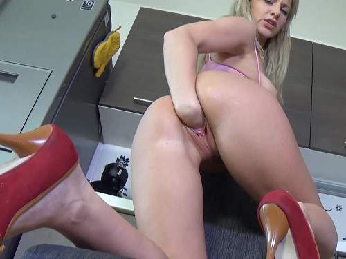 vaginal fisting,big labia girl,big labia,sexy booty chick solo fisting,vaginal fisting exciting,amateur porn in the kitchen