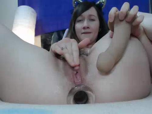 Amateur hairy pussy insertion
