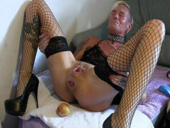 milf gives birth apples,vegetable pussy,vegetable porn,birth apples,anal apple fuck,sweer anal rosebutt