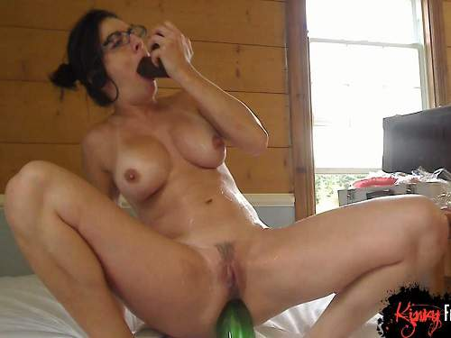 Busty naked girls