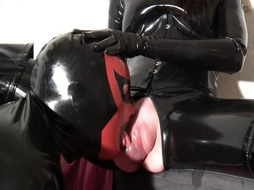 latex girl,rubber porn,latex porn,pussypump,vaginal pump,rubber fetish,latex slave,licking pussypump