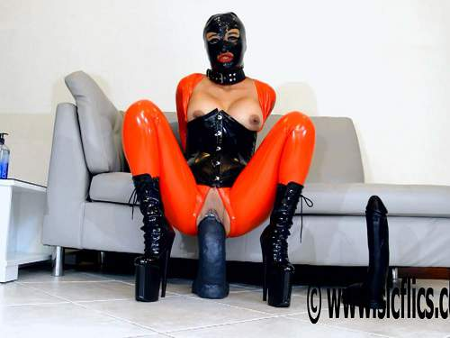 New 09.06.2017 masked rubber girl solo rides on a monster dildo