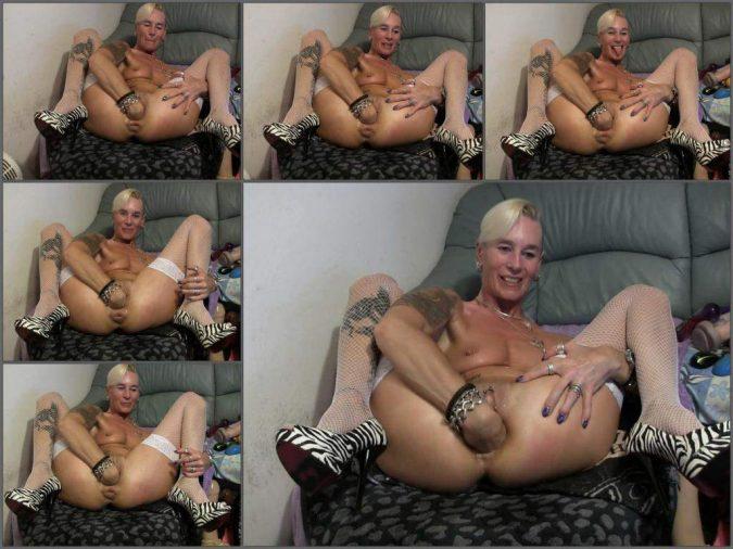 fisting pussy,deep fisting pussy,anal fisting porn,anal fisting video closeup,amazing german milf gets fisted,milf gets fisted closeup