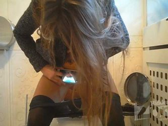 girl photo her pussy during peeing,peeing video,hidden wc cam,hidden toilet cam,peeing fetish