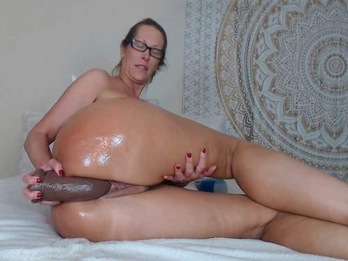 Booty Mature Oiled Her Huge Ass And Dildo Rides Webcam -5688