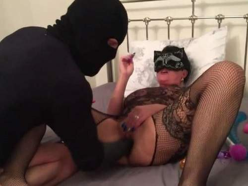 Amateur wife gets vaginal fisted from masked husband