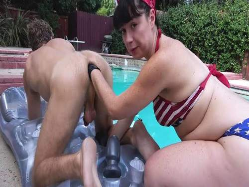 Teenage Mistress... Latex-clad Dominatrix With A Sexy Body Enjoying A Hardcore Foursome.