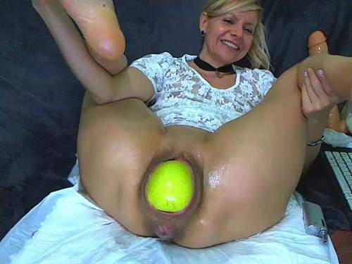 free-porn-video-apples-in-vag-artists-nude-mature-model