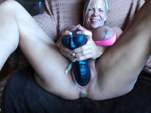 musclemama4u dildo porn,musclemama4u dildo penetration,vaginal stretching,big black dildo in pussy,huge clit,mature with huge clit,muscular mature porn