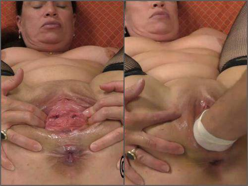 Kinky mature Hottabbycat gets fisted and pussy prolapse loose